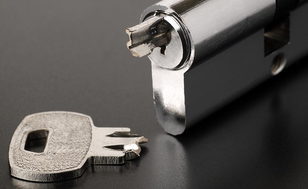 Safe And Secure Locksmiths broken lock 2